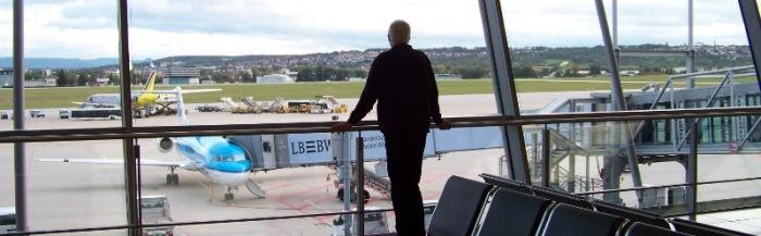 Ein alter Bolschewik wartet auf seinen Flug